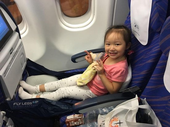 Kleine Reizigers Webshop | Fly Legsup vliegtuigbedje 0 t/m 9 jaar